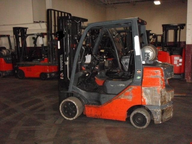 Toyota 8FGCU30 LPG Container Entry 6000LB Forklift 2009