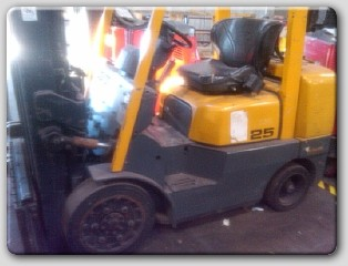 TCM FCG25-3HL Propane Forklift 2005 5000lb Cushion Tires