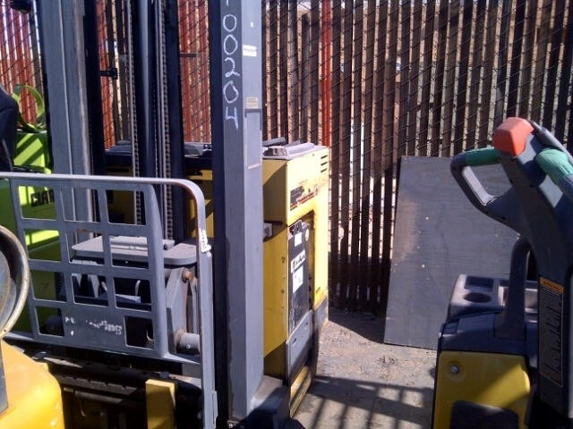 Caterpillar NRDR30 Double Reach Forklift 2005 270″ Triple Mast
