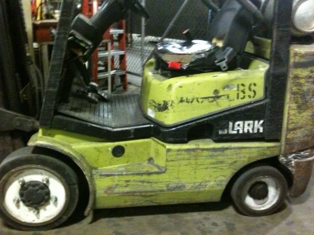 Clark CGC25 5000lb @ 2.5 Ton Propane Cushion Tire Forklift Year 2000