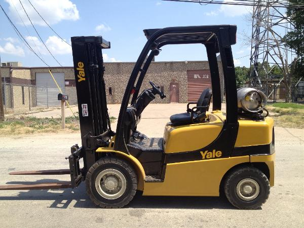 Yale GLP050VXN Propane 5000lb Pneumatic Forklift 2010