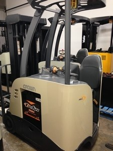 Crown RC5530-30 Electric Rider Counter Balance Forklift 2007