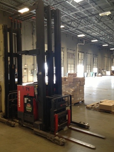 Raymond EasiDR25TT 2500lb Electric Stand Up Rider Double Reach Forklift 2001