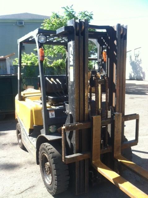 TCM FD25T3 Diesel 5000lb 2.5 Ton Pneumatic Tire Forklift 2010