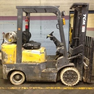 TCM FCG25-4HL 2.5 Ton Cushion Tire Propane Forklift 2009