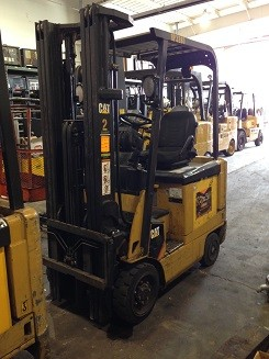 Caterpillar Forklifts E3000 4 Wheel Sit Down Rider 3000lb Electric Forklifts 2009