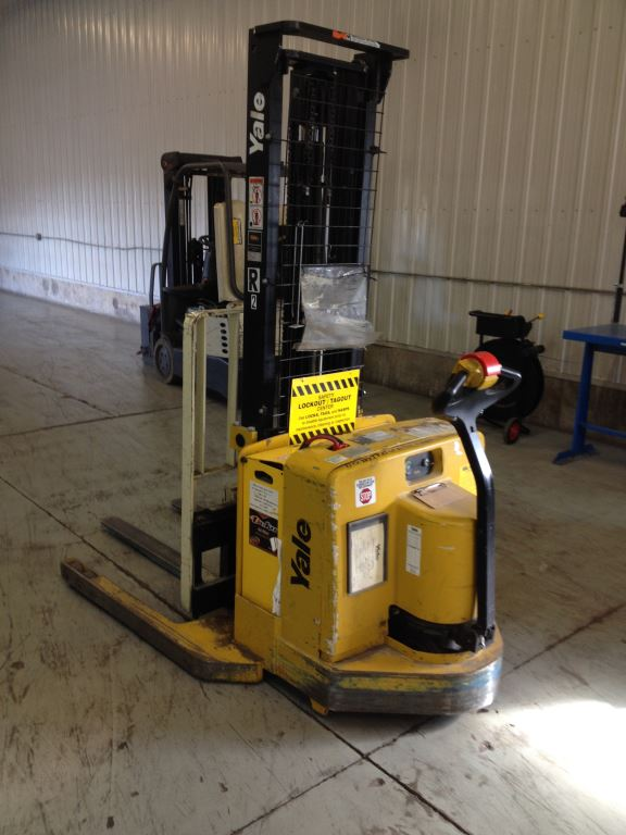 Yale Forklifts MSW040SEN24TV087 4000lb Electric Walk Behind Stacker Truck 2006