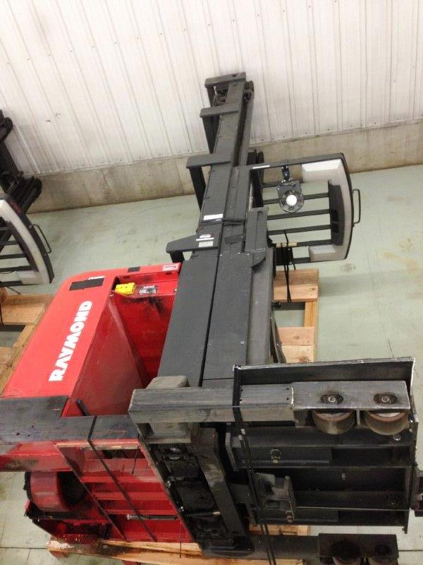 Raymond Forklifts EASI-OPC30TT Electric 3000lb Wire Guided Order Picker Forklift 2003