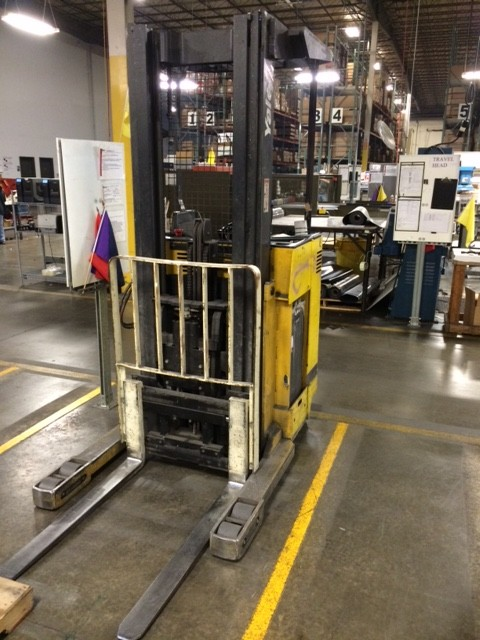 Yale Forklifts NR035AENM24TE095 3500lb Electric Rider Reach Forklift 2006