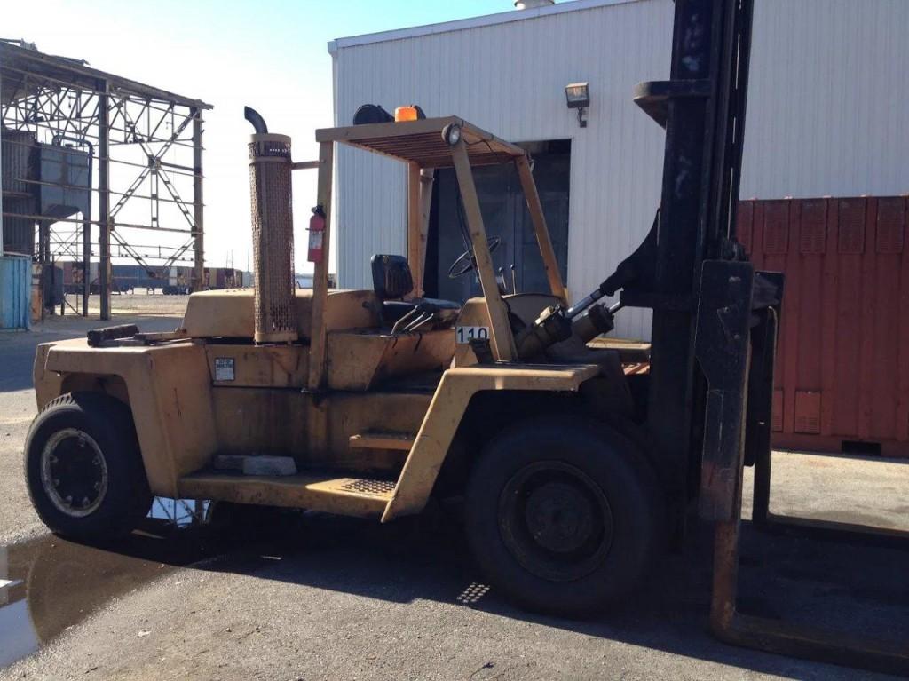 Clark Forklifts C500Y300D 15 Ton 30,000lb Pneumatic Tire Diesel Forklift 1980