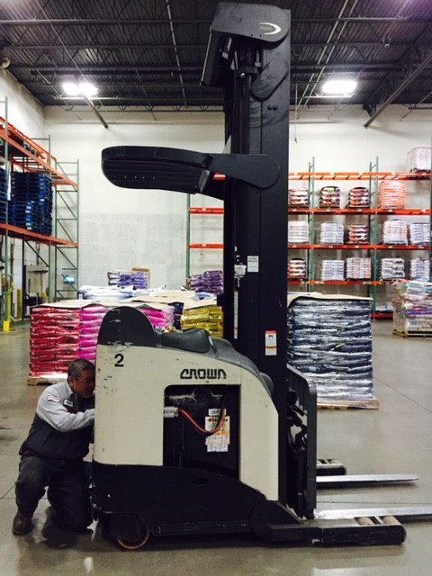 Crown Forklifts RD5225-30 3000lb Electric Rider Double Reach Forklift 2007