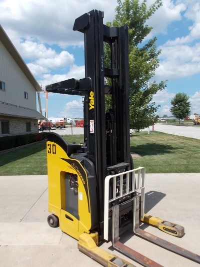 Yale Forklifts NR035EANL36TE125 Stand Up Rider Electric 3500lb Reach Forklift 2009