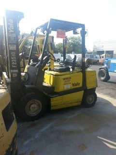 Yale Forklifts GLP050RG 5000lb Pneumatic Tire Propane Forklift 2009
