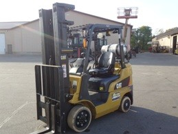Caterpillar Forklifts 2C5000 5000lb Cushion Solid Tire Propane Forklift 2012