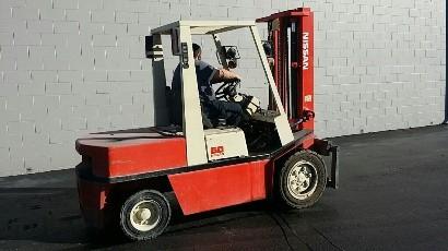 Nissan Forklifts KEGH02A30V 3 Ton 6000lb Pneumatic Tire Diesel Forklift 1996