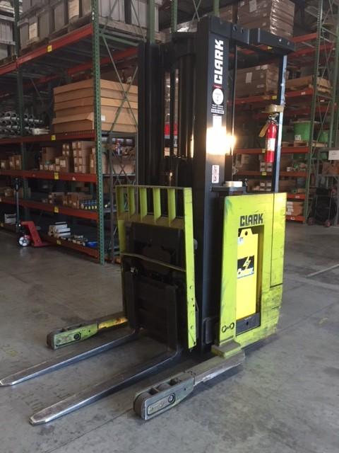 Clark Forklifts NP300D-30 3000lb Electric Narrow Aisle Reach Forklift 1987