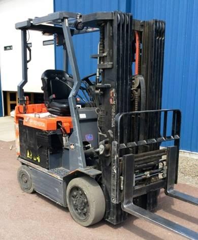 Toyota Forklifts 7FBCU25 Electric 5000lb Sit Down Rider Quad Mast Forklifts 2011
