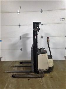 Crown Forklifts ST3000-20 Electric Walk Behind Straddle Stacker 2000lb Forklift 2010