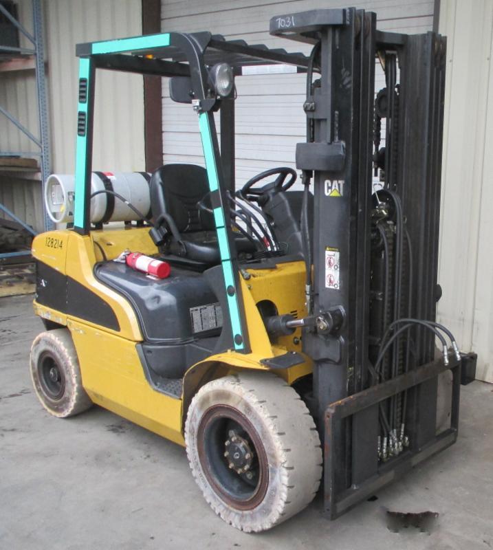 Caterpillar Forklifts P6000 Pneumatic Tire 6000lb Propane Forklift 2005