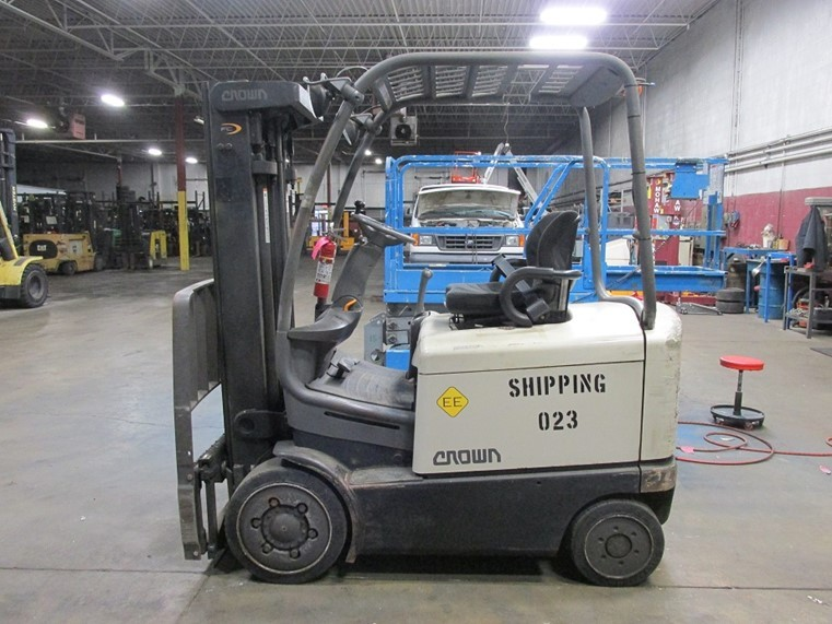 Crown Forklifts FC4020-50 EE Rated 5000lb Sit Down Rider Forklift 2005