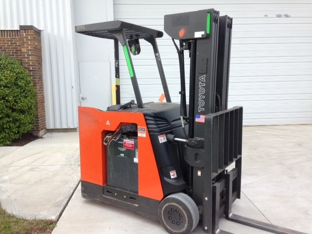 Toyota Forklifts 7BNCU20 Electric Stand Up Rider End Control 4000lb Quad Mast Counter Balance Forklift 2013