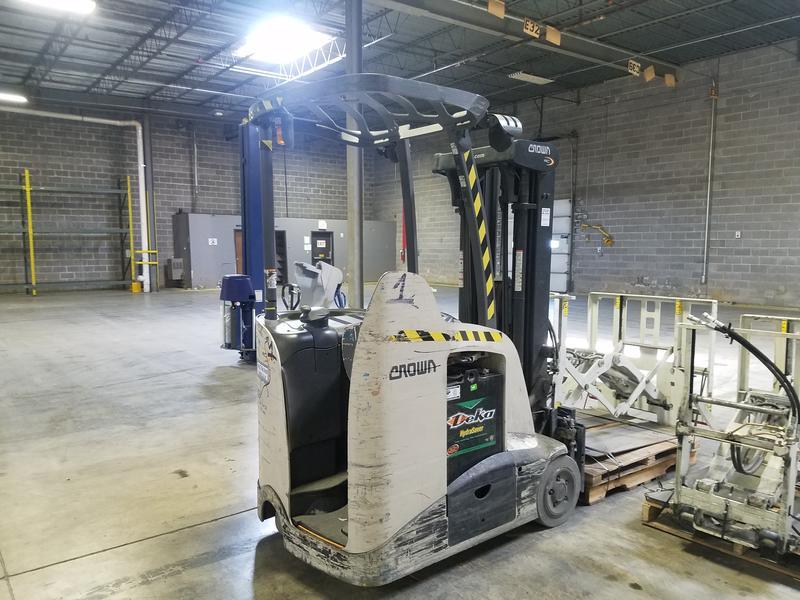 Crown Forklifts RC5535-35 Electric Stand Up Counter Balance 3500lb Forklift 2009