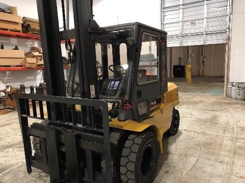 Caterpillar Forklifts DP50 Dual Pneumatic Tire 10,000lb 5 Ton Diesel Forklift 2000