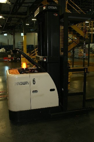 Crown Forklifts SP3520-30 Electric 3000lb Narrow Aisle Order Picker Forklift 2012
