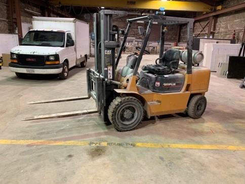 Caterpillar Forklifts GP30K 6000lb Pneumatic Tire Outdoor Propane Forklift 2002