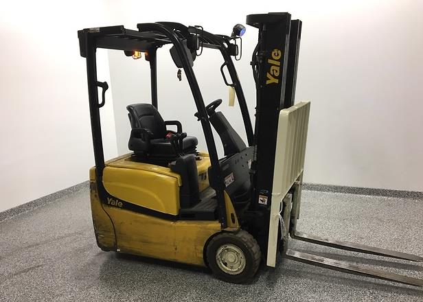Yale Forklifts ERP030VT 3-Wheel Electric Sit Down Rider Narrow Aisle Warehouse Forklift 2012
