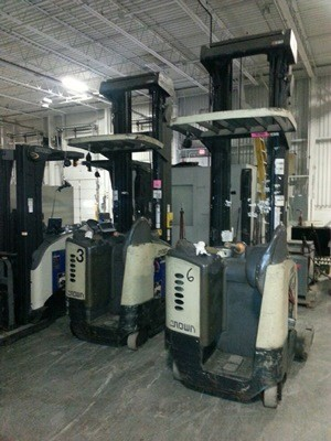 Crown RD5020-30 electric stand up rider narrow aisle 3000lb double reach trucks.