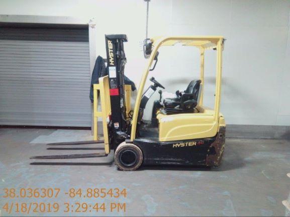Hyster J40XNT electric 3 wheel 4000lb sit down rider narrow aisle warehouse forklift.