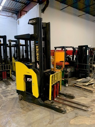 Hyster N30ZDRS electric narrow aisle 3000lb stand up rider double reach warehouse forklifts