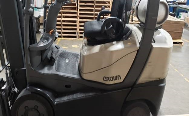 Crown C5-1000-50 propane fuel 5000lb cushion solid tire warehouse forklift
