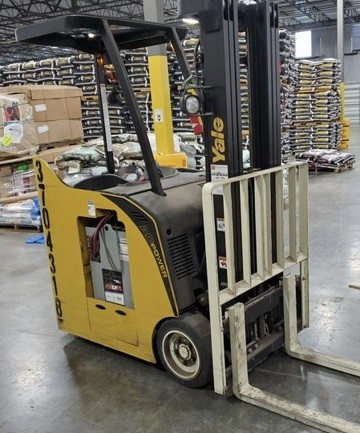 Yale ESC030AD electric narrow aisle 3000lb stand up rider end control counterbalanced forklift.
