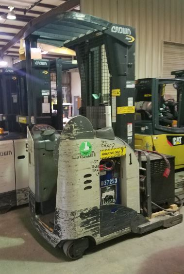 Crown RR5210-40 electric narrow aisle 4000lb stand up rider reach forklifts.