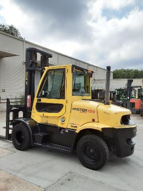 Hyster H155FT pneumatic dual tire 15,500lb 7.5 ton diesel engine outdoor forklift.