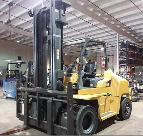 Cat DP70N pneumatic tire 15,500lb 7.5 ton diesel fuel dual tire outdoor forklift.