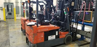 Toyota 7FBEU20 electric 3 wheel sit down rider narrow aisle 4000lb warehouse forklift
