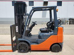 Toyota 8FGCU25 5000lb 4 wheel sit down rider propane fuel warehouse forklift