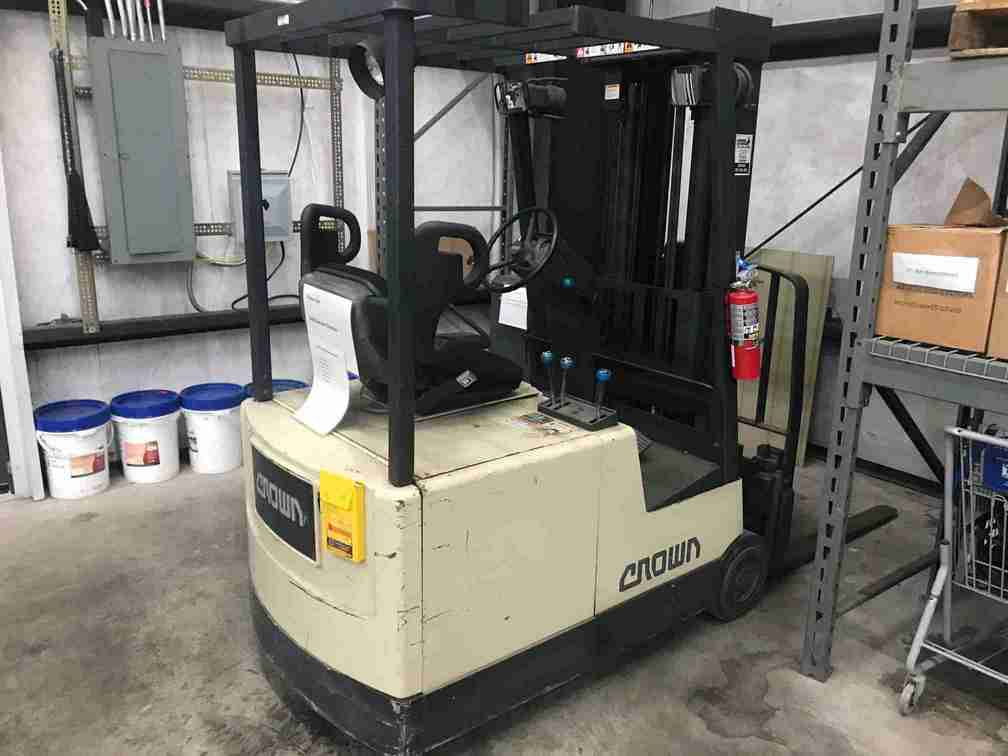 Crown 35SCTT narrow aisle electric 3500lb 3 wheel sit down rider warehouse forklift