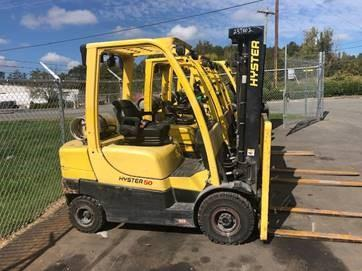 Hyster H50CT pneumatic tire 5000lb outdoor forklift on propane fuel with triple stage mast