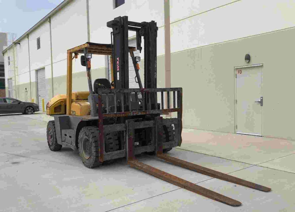 TCM FD70-2 15,5500lbs 7.5 ton solid pneumatic tire diesel fuel outdoor forklift