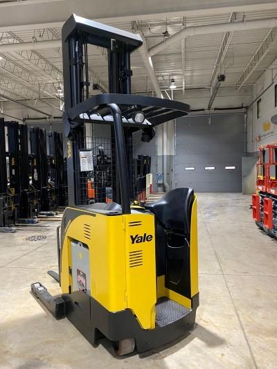 Yale NDR035EBNL36TE131 narrow aisle 3500lb electric stand up rider double reach forklifts