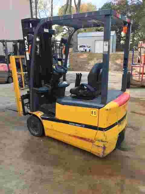 TCM FTB16-7 electric narrow aisle 3500lb sit down rider 3 wheel warehouse forklift