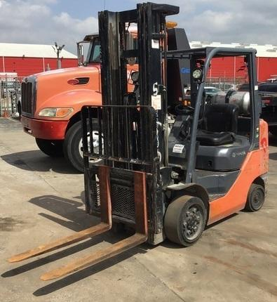 Toyota 8FGCU30 solid cushion tire 6000lb propane fuel warehouse forklifts