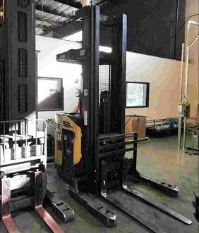 Caterpillar ND3000P-36 electric narrow aisle 3000lb stand up rider double reach warehouse forklift