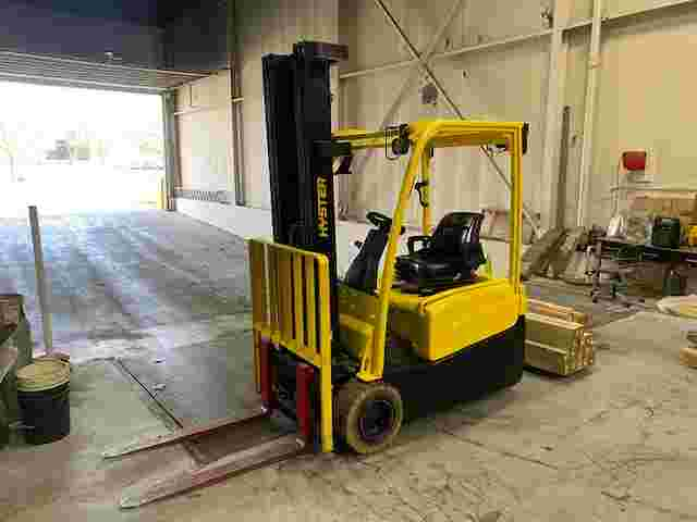Hyster J40XNT electric narrow aisle 3 wheel 4000lb sit down rider forklift