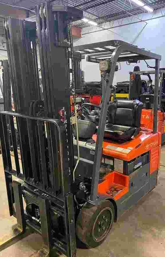Toyota 7FBEU15 3000LB narrow aisle sit down rider 3 wheel electric warehouse forklift