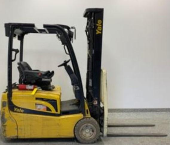 Yale ERP040VT electric narrow aisle sit down rider 3 wheel warehouse forklift